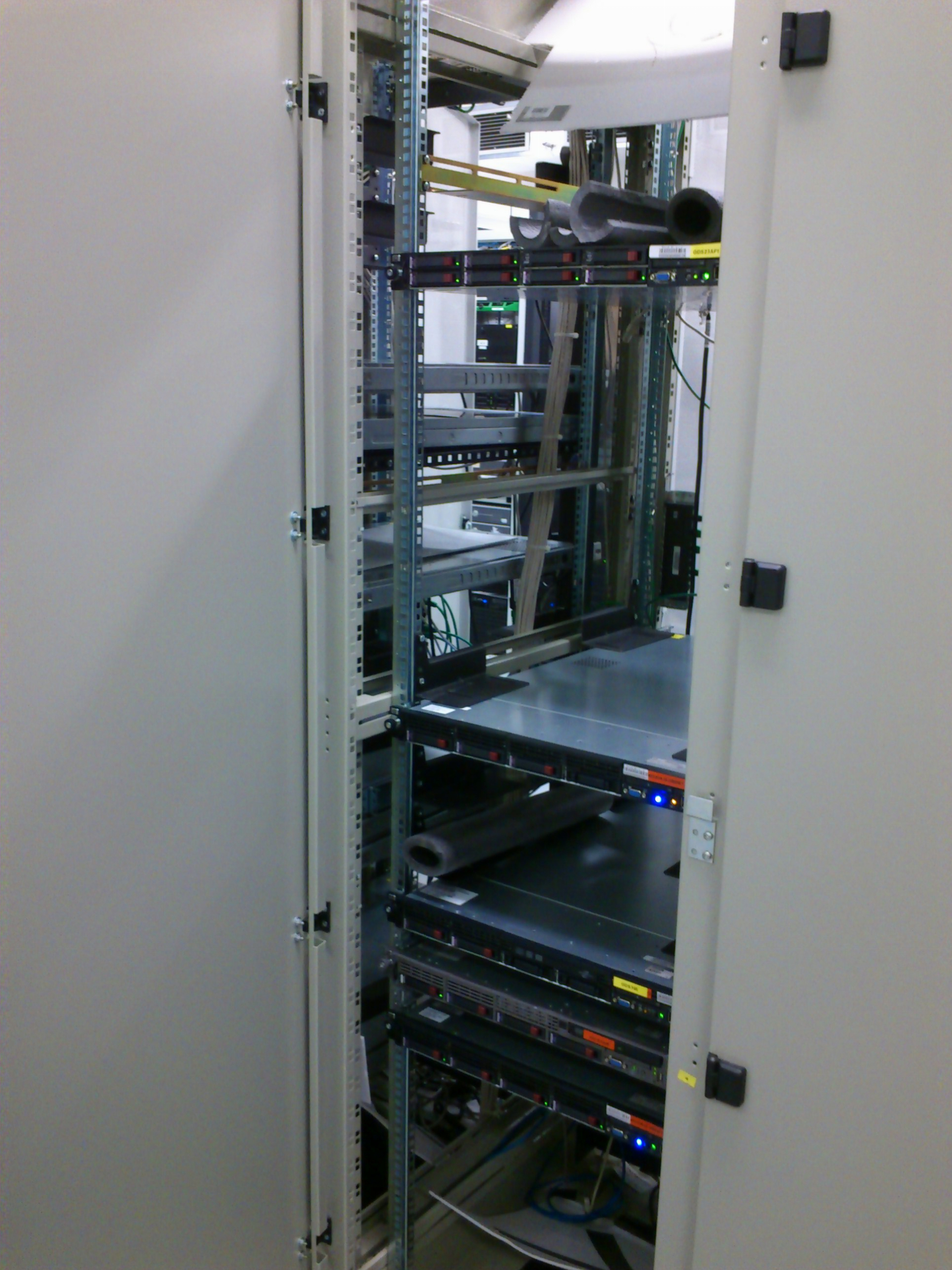 DC_Sitel_almost_empty_rack